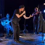 43-Peppe_Servillo-String_Solis_quartet-festival_Creuza_de_ma-Carloforte-2011-photo_Eugenio_Schirru